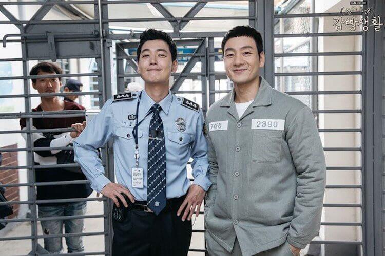 《機智牢房生活》鄭敬淏(左)