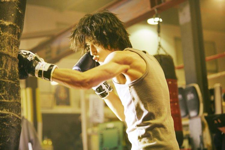 橫濱流星電影《想見你的愛》增重練拳扮失意拳擊手