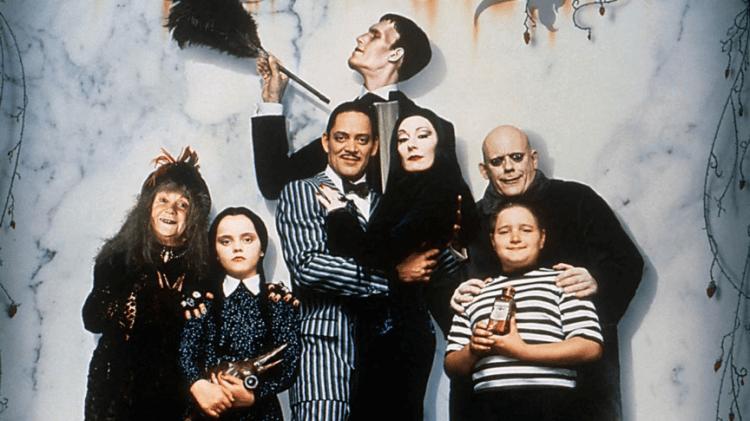 巴瑞索納費德的長片電影處女作執導了兩部《阿達一族》電影,比起過去的《阿達一族》作品,有更大尺度的黑色幽默。