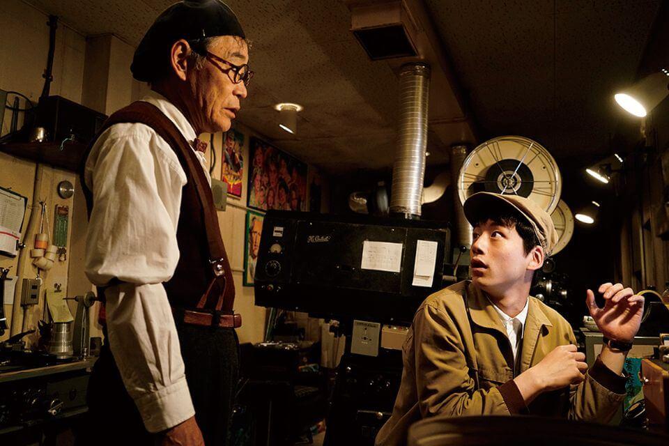 電影 《 今夜,在浪漫劇場與妳相遇 》劇照 (導演:武內英樹) 坂口健太郎 (右)