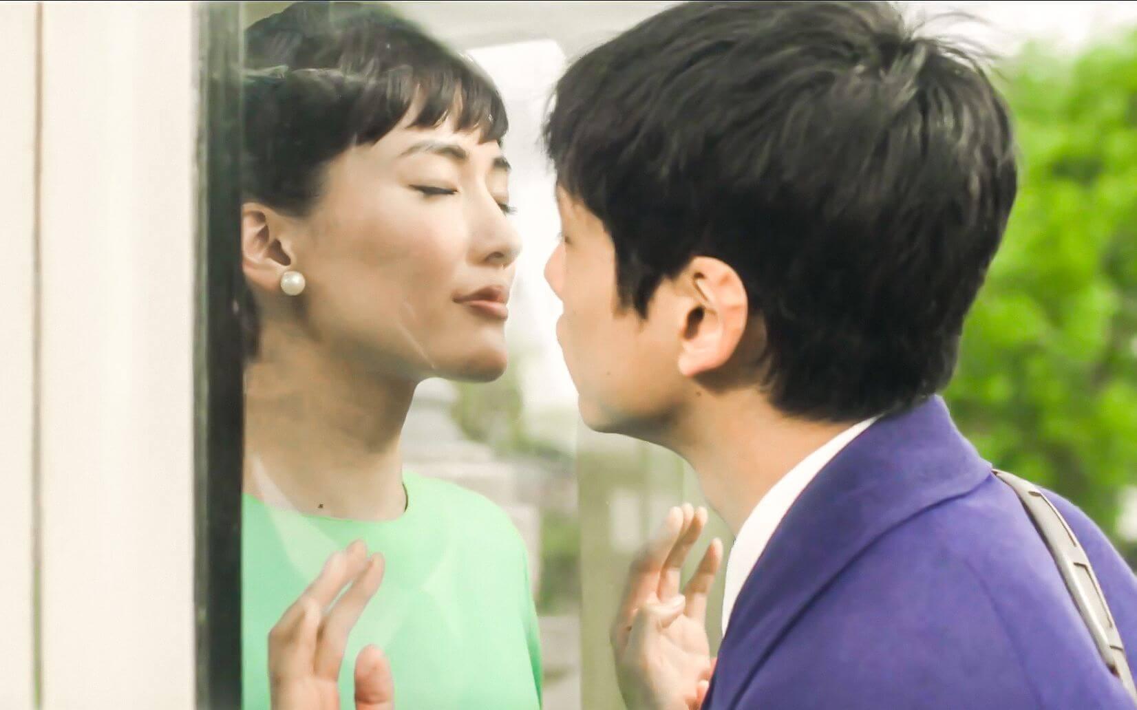 電影 《 今夜,在浪漫劇場與妳相遇 》 劇照 坂口健太郎 (右,綾瀨遙 (左)
