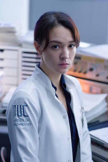 張榕容於電影《複身犯》飾演腦科博士。