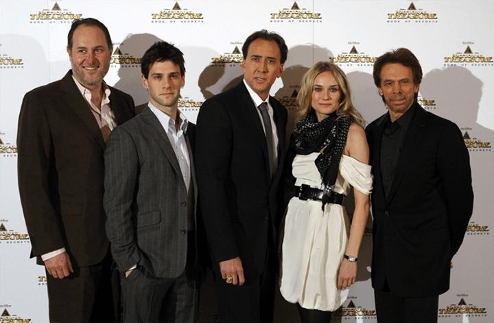 《 國家寶藏 》演員們與大大們的合影。