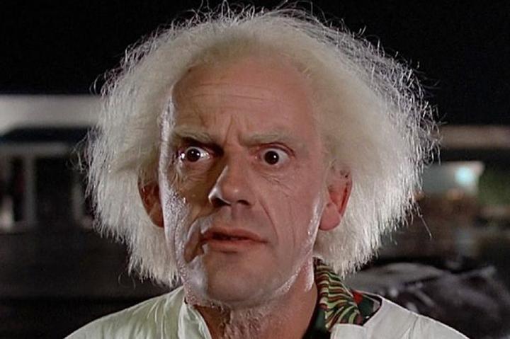 當年《 回到未來 》裡的瘋狂博士如今依然活躍在影視業界。