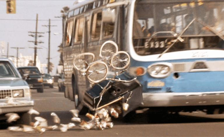充滿速度的《捍衛戰警》那台飆速巴士居然不能超過限速,真的是得跟三寶拼了!
