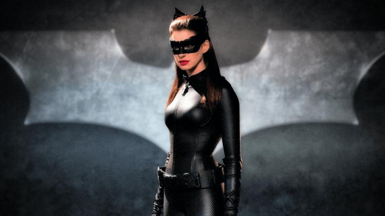 爆雷者聯盟之貓女安海瑟薇:她是如何成為爆雷「蝙蝠俠已死」的幫兇?首圖