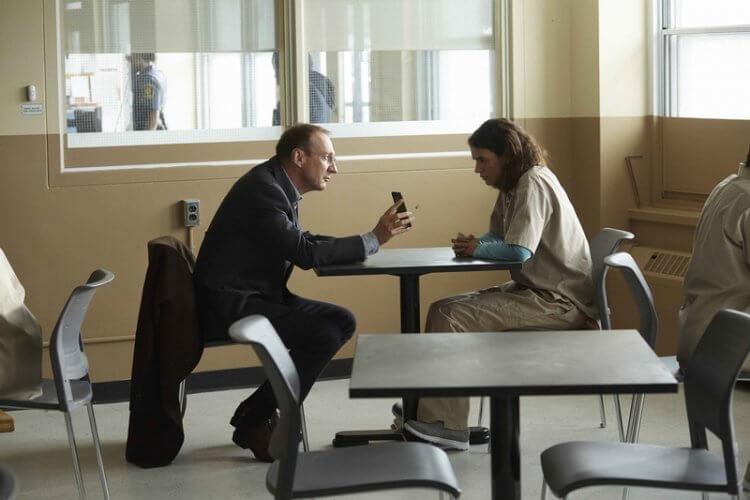 艾騰伊格言導演電影《特別嘉賓》中,劇情描述關係複雜的父女故事。