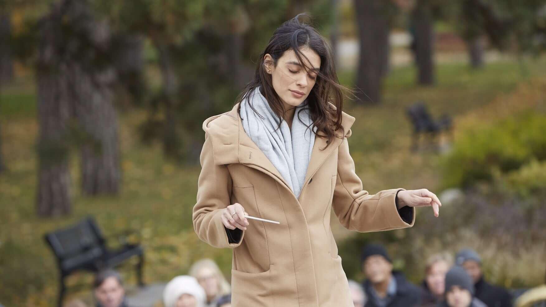 艾騰伊格言導演電影《特別嘉賓》中,蕾斯拉迪奧莉維拉飾演「路平教授」大衛休利斯的女兒。