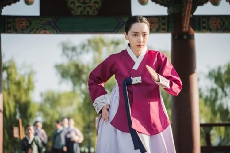 申惠善在《哲仁王后》扮演主角也被掃到「颱風尾」被廣告商解約