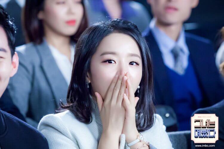 《她很漂亮》申惠善。