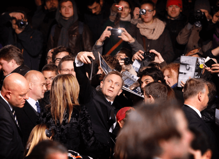 龐德:丹尼爾克雷格 (Daniel Craig)。