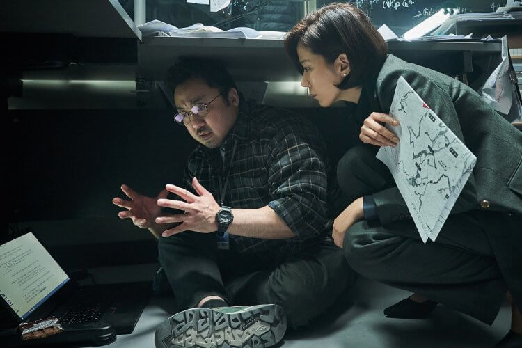 馬東石受河正宇邀約,在韓國災難電影《白頭山:半島浩劫》(Ashfall) 中一掃刻板肌肉壯漢形象,飾演地質學教授。