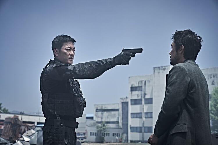 韓國電影《白頭山:半島浩劫》中,李炳憲,河正宇兩大男神韓星演員首度合作共同挺過災難危機。