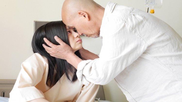 相隔 41 歲不是距離?大人系戀愛電影《最後的愛人》日本資深粉紅導演自編自導之作,女星與祖父的「偶像」共譜忘年戀首圖