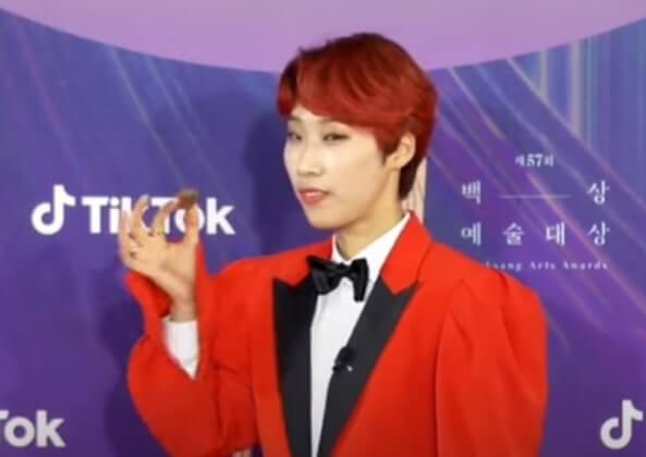 知名主持人Jaejae在紅毯上吃巧克力的畫面被偏激團體指控是汙辱男性