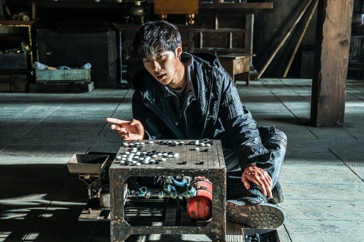 圍棋主題的韓國犯罪動作電影《神之一手 2:鬼手篇》禹棹奐飾演「獨行俠」,一心追逐著權相佑飾演的「鬼手」為父報仇。