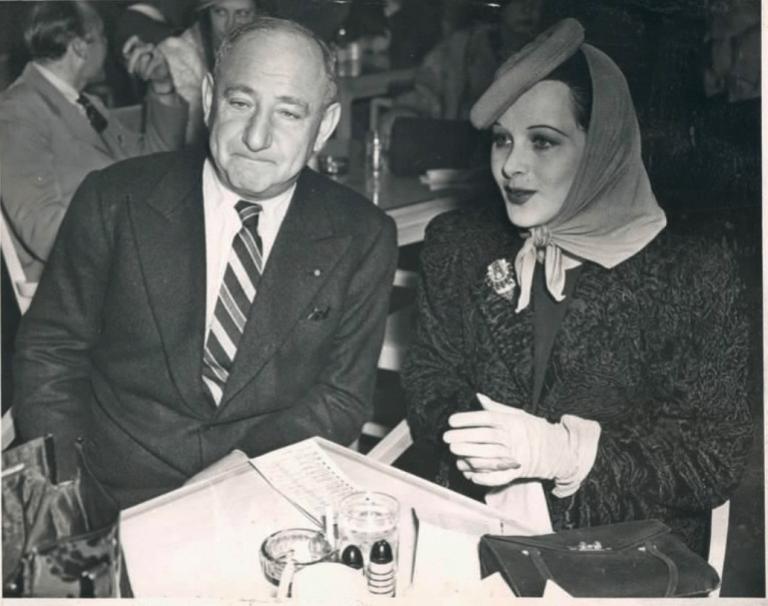 時任 20 世紀福斯影業老大的喬瑟夫申克(左)。