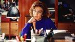 將媽媽口中的八卦搬上大銀幕,《窗邊上的玫瑰 經典數位修復》阿莫多瓦鏡頭下最柔情作品 3/26 起在台上映