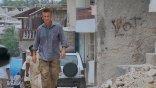 不僅幫助海地重建家園!紀錄片《Citizen Penn》特別收錄西恩潘為協助肺炎疫情建快篩站的片段