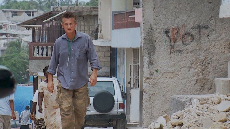 不僅幫助海地重建家園!紀錄片《Citizen Penn》特別收錄西恩潘為協助肺炎疫情建快篩站的片段首圖