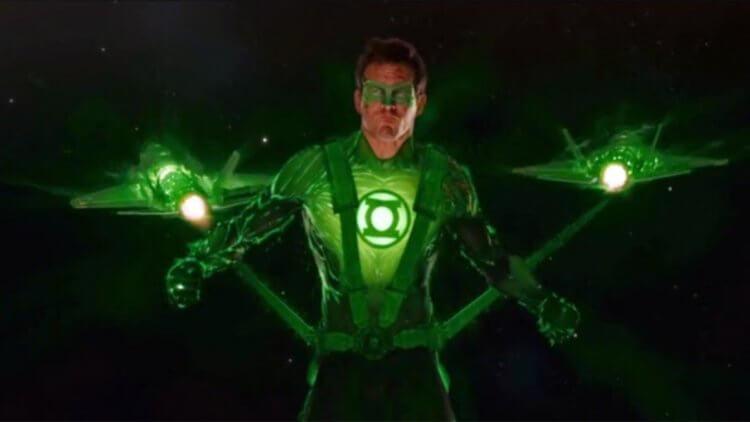 《綠光戰警》。