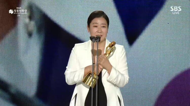 羅美蘭以喜劇《政客誠實中》奪下最佳女主角獎