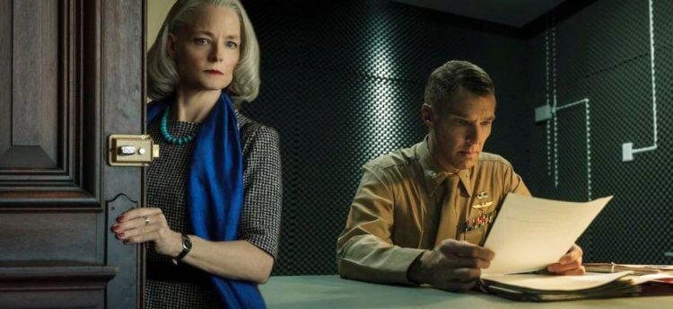 與班尼狄克康柏拜區於法庭電影《失控的審判》共演的茱蒂佛斯特獲頒-2021-金球獎劇情電影最佳女配角獎