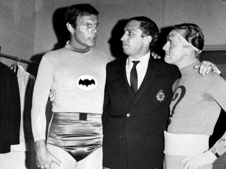 《蝙蝠俠》創作者鮑勃肯恩與 60 年代影集版演員們。