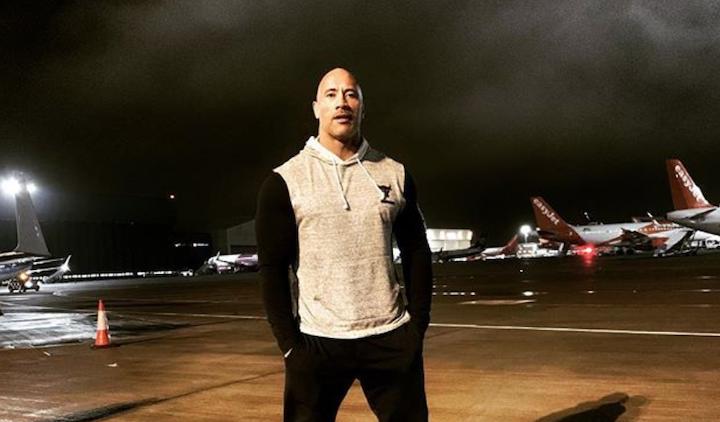 日前飛往夏威夷進行《哈柏與蕭》拍攝工作的巨石強森。