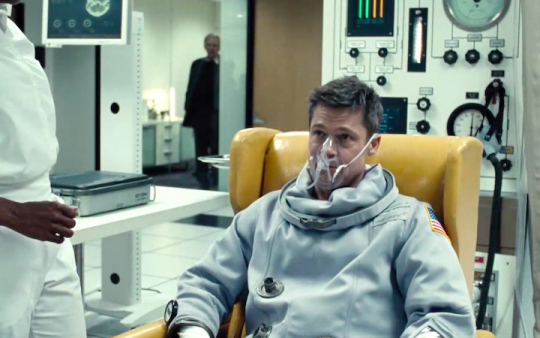 布萊德彼特新片《星際救援》中,男主角 Roy 的星際尋父之旅註定充滿波折......