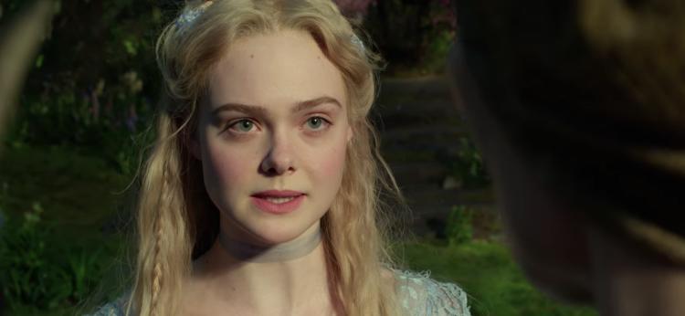 艾兒芬妮 (Elle Fanning) 在《黑魔女2》演出奧蘿拉公主 (Princess Aurora)