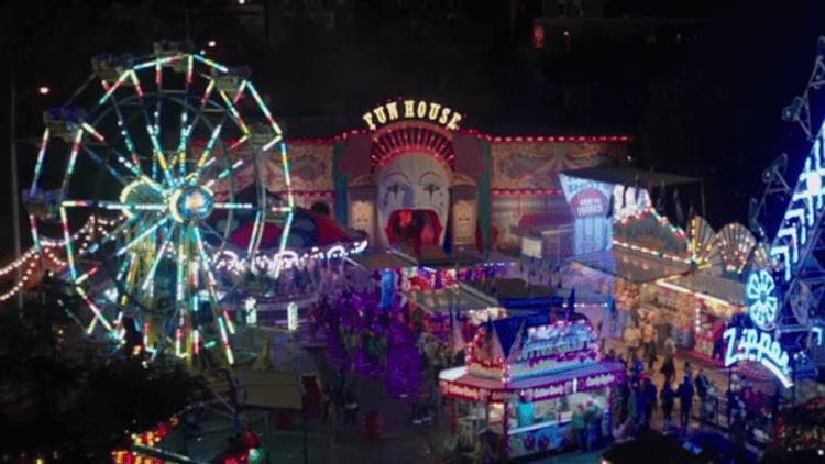 恐怖片《牠:第二章》預告片中出現以小丑為主題的遊樂園。