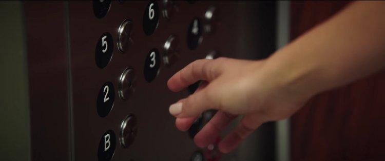 改編真人真事的職場性醜聞故事,莎莉賽隆、妮可基嫚及瑪格羅比共演的《重磅腥聞》電影預告片段畫面。