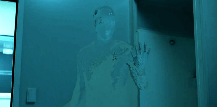 布倫屋製作、雷沃納爾執導的《隱形人》,由伊莉莎白摩斯主演。