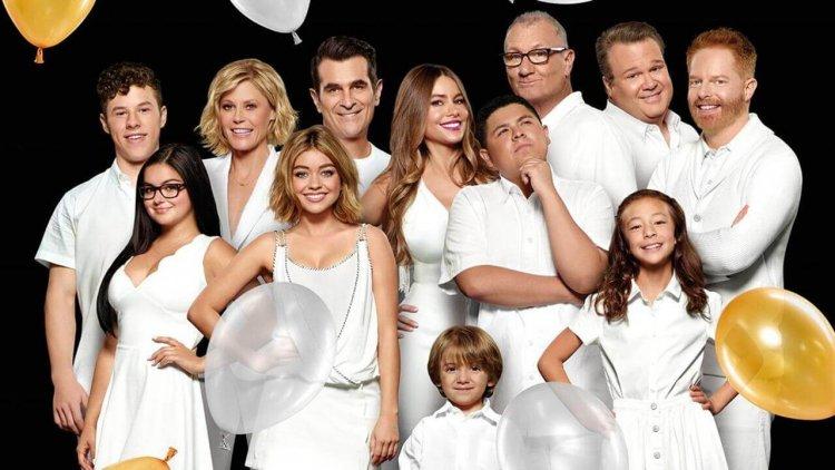 蟬聯 11 年家庭情境喜劇之王,以下是《摩登家庭》的美好與黑暗豆知識首圖
