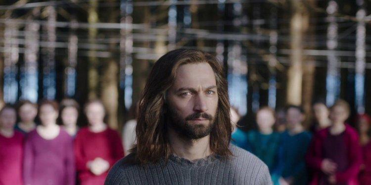 麥可俞斯曼 (Michiel Huisman) 在《血色羔羊》中飾演教主「夏普」
