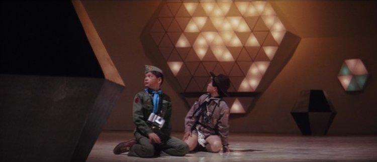 大映怪獸特攝片《卡美拉對宇宙怪獸拜拉斯》電影劇照,被外星人綁架的兒童主角。
