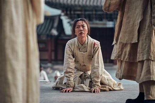 裴斗娜在《屍戰朝鮮》中飾演宮廷醫女