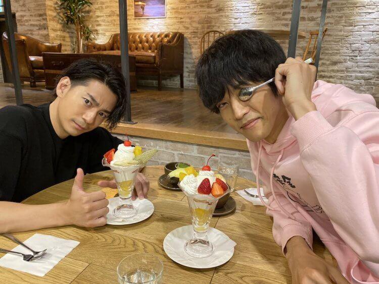 曾於日劇《要是當時吻了他》共演的三浦翔平(左)與松坂桃李(右)。