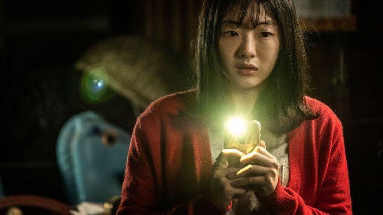 韓國驚悚恐怖片《變身》(Byeonshin) 中的二女兒遭遇,恐將嚇的觀眾不禁「失禁」。