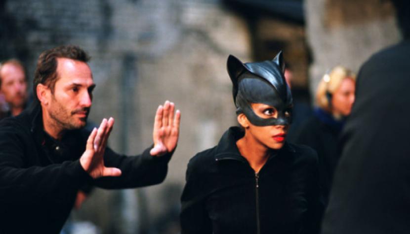 由於版權爭議,這部《 貓女 》電影主角不叫 賽琳娜凱爾 (Selina Kyle) 。