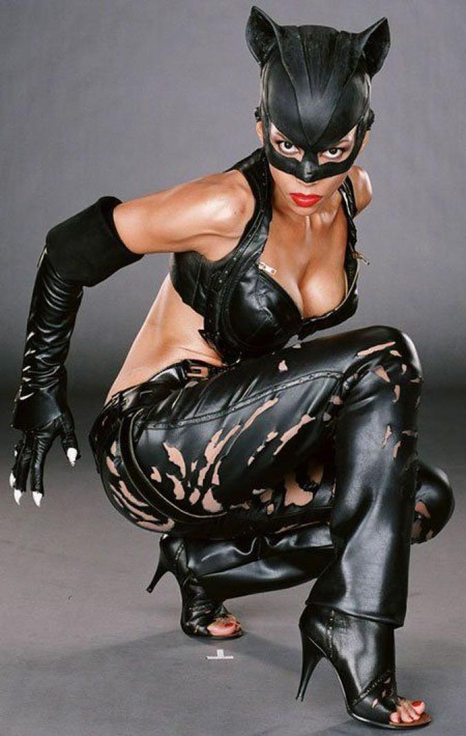 伴隨《 貓女 》精實勻稱的外型, 荷莉貝瑞 表示有許多犧牲付出。