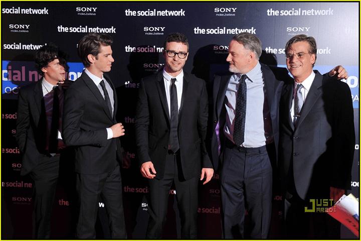 《 社群網戰 》首映夜 大衛芬奇 與主要陣容合影。