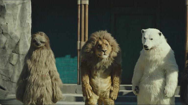 """【影評】《超""""人""""氣動物園》:假白熊喝可樂比你想像中還搞笑,但你看不到白熊裝裡那個人在哭"""