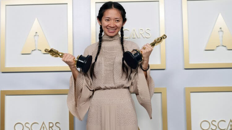 趙婷憑藉《游牧人生》拿下奧斯卡最佳影片與最佳導演兩大獎項。