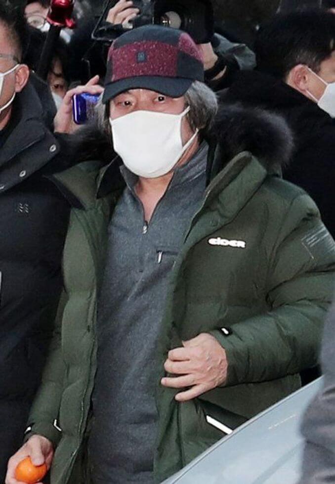 趙斗淳出獄。