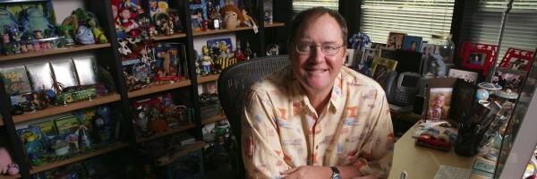 曾任 皮克斯 迪士尼 動畫創意總監的 約翰萊斯特 。