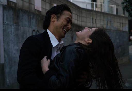 《迷慾東京》平岳大與亞歷珊卓妲妲里奧。