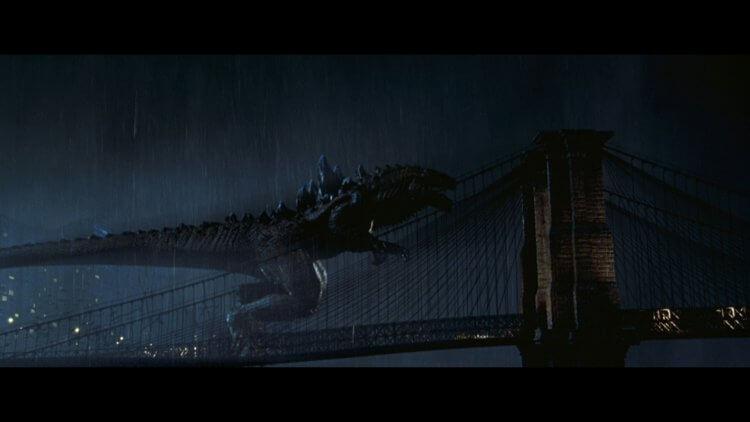 好萊塢版哥吉拉電影《酷斯拉》中的巨獸造型,已調整成可快速在紐約街頭移動的樣貌,與日版哥吉拉不太一樣。