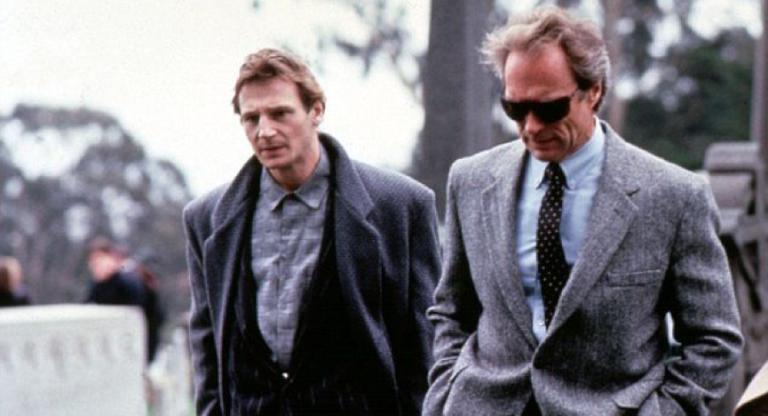 1988 年的克林伊斯威特(右)與連恩尼遜(左)。